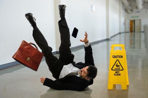 地板太滑跌倒